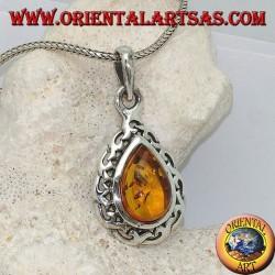 Pendentif en argent avec ambre naturel en forme de larme entouré de fils d'argent entrelacés entrelacés