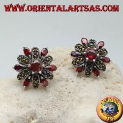 Boucles d'oreilles fleur en argent avec pétales de grenat incrustés et de marcassite