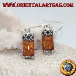 Silberohrringe mit bernsteinfarbenem Cabochon rechteckig und Silber mit drei perforierten Rauten darüber
