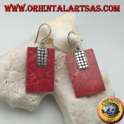 Pendientes de plata con madrepora rectangular roja (coral) y placa de discos de plata.