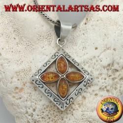 Ciondolo in argento croce di 4 ambre naturali a navetta in un quadrato inciso