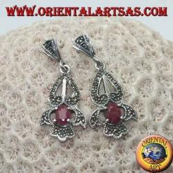 Серебряные серьги с натуральным овальным рубином на элегантной перфорированной оправе с марказитом