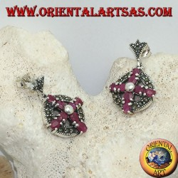 Pendientes de plata cruz de rubíes naturales engastados con una bola en el centro en un círculo con marcasitas
