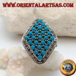 خاتم من الفضة المعينية مرصع بكرات فيروزية محاطة بصف من أحجار marcasite