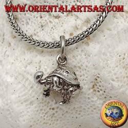 Ciondolo in argento piccola tartaruga tridimensionale con spirali sul guscio