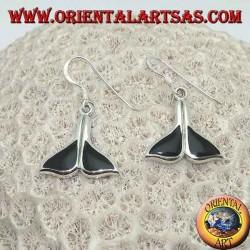 Orecchini in argento a forma di coda di balena con onice