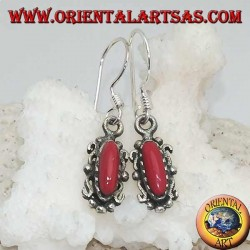 Boucles d'oreilles pendantes en argent avec pâte de corail navette dans un élégant cadre en argent