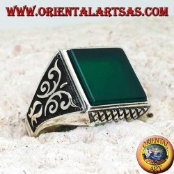 Silver ring with square green agate, rhombus engravings up and down and high relief decorations on the sides
