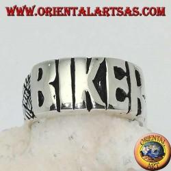 """Anello in argento con scritta """"BIKER"""" in stampatello e incisioni sui lati"""