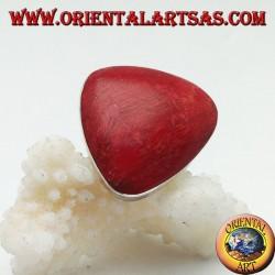 Anello in argento con madrepora rossa (corallo) triangolare arrotondata regolabile (freesize)