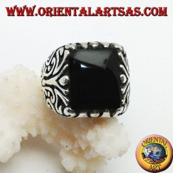 Solid silver ring with rectangular onyx and engraved floral decorations