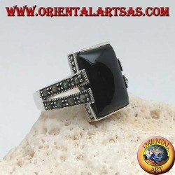 Silver ring with rectangular onyx in a dotted frame with two staples with marcasite on the sides