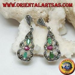 Orecchini in argento con 2 smeraldi e un rubino ovali naturali in una piramide tondeggiante di marcassite