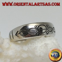 Silver ring with ring engraved circles and ovals impaled by an arrow