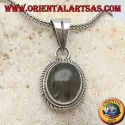 Ciondolo in argento con labradorite ovale contornata da intreccio