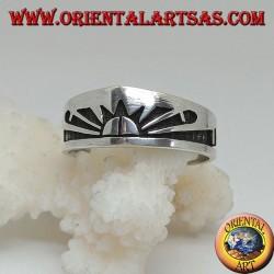 Серебряное кольцо с восходящим солнцем (японское солнце), выгравированное на барельефе