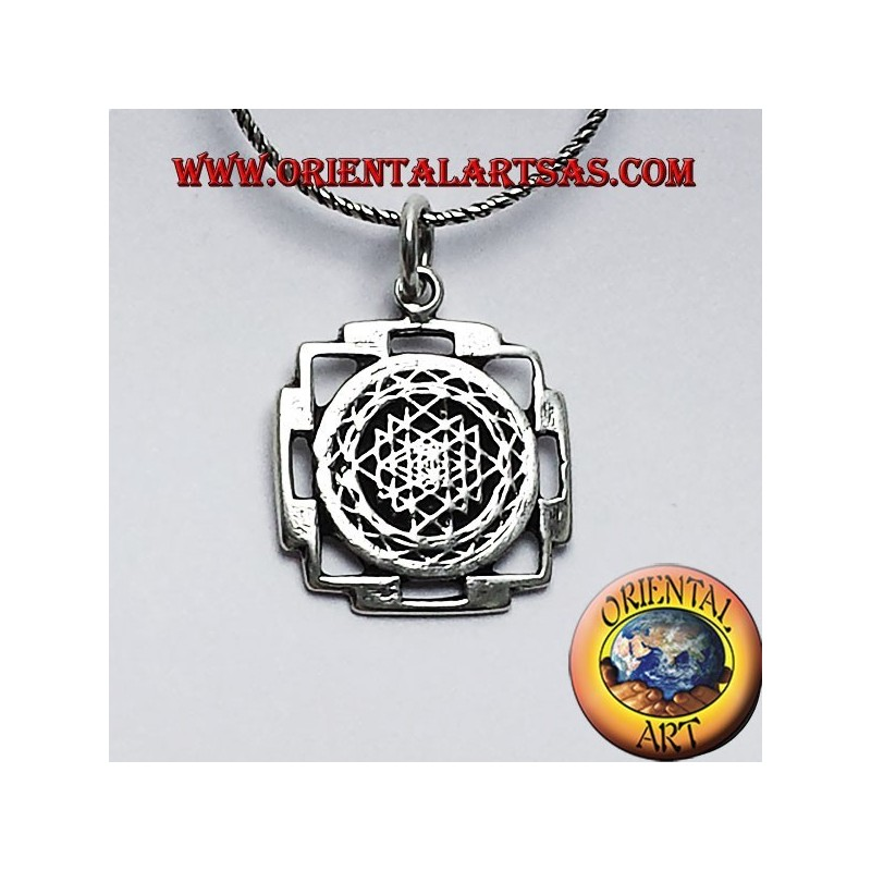 Colgante de sri yantra en plata oriental art sas bari precio rebajado colgante de sri yantra en plata aloadofball Image collections