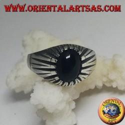 Серебряное кольцо с овальным кабошоном из оникса с ребристой оправой