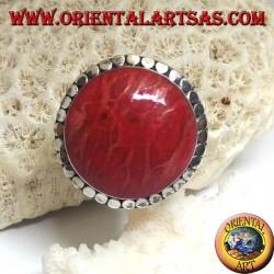 Anello in argento con madrepora rossa (corallo) tonda contornata da dischetti regolabile (freesize)