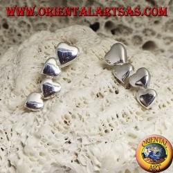 Silver earrings with a row of 4 smooth lobe hearts