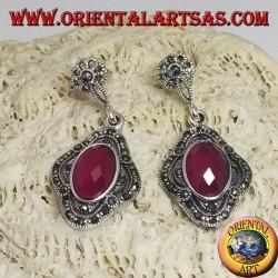 Серебряные серьги с овальным граненым синтетическим рубином, окруженным марказитом и ажуром
