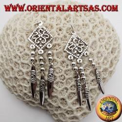 Orecchini in argento disegni ad S in un rombo traforato con 3 piastrine pendenti con spirali incise