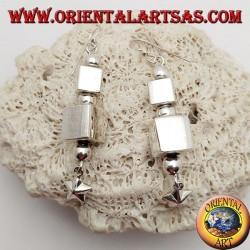 Boucles d'oreilles en argent avec parallélépipèdes et sphères alternées avec étoile suspendue finale