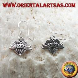 """Orecchini in argento con cuore pendente e fascia con scritta """"love"""""""