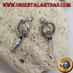 Orecchini in argento a lobo cerchietto con punta di lancia pendente