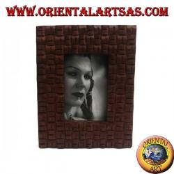 Cornice portafoto con intreccio a quadretti inciso in legno di pino da 25x20 cm
