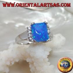 Серебряное кольцо с прямоугольным синим опалом в четырех рядах по бокам с цирконами по бокам