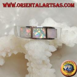 Anello in argento a fascia con tre rettangoli di opale arlecchino