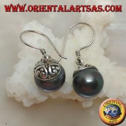 Серебряные серьги с серой пресноводной жемчужиной и этническим декором