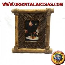 Cornice portafoto verticale in legno di caffé e decorazioni a bastoncini di corteccia da 29 x 28 cm
