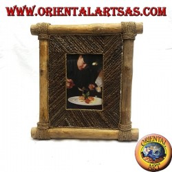 Vertical photo frame in coffee wood and decorations in bark sticks of 29 x 28 cm