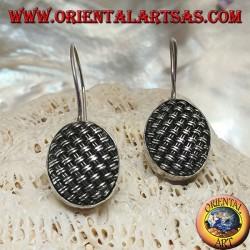 Boucles d'oreilles pendantes en argent avec ovale tissé serré