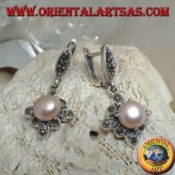 Серебряные серьги с пресноводным жемчугом на квадратном маркасситовом ромбе