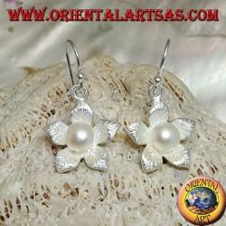 Серебряные серьги с листиком в виде кулона атласная звезда и белая вода жемчуг