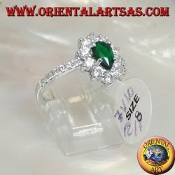 Silberring mit synthetischem Tropfen Smaragd, umgeben von Zirkonen