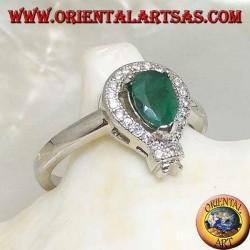 Серебряное кольцо с набором из натуральных капель изумруда в окружении фианита и остроконечной рамой