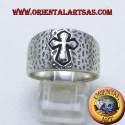Fascia martellata con croce in argento