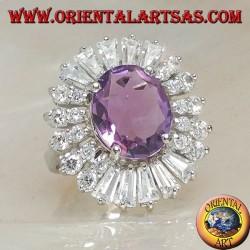 Серебряное кольцо с натуральным овальным набором аметиста в окружении цирконовых пластин