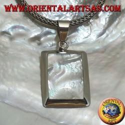 Ciondolo in argento con madreperla rettangolare su montatura liscia ed essenziale