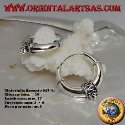 Orecchini in argento a cerchio liscio con decorazione centrale a serpentina e palline da 30 mm