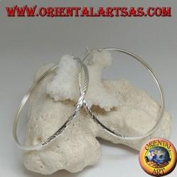 Orecchini in argento a cerchio semplice schiacciato diamantato con chiusura a leva da 65 mm