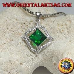 Ciondolo in argento con smeraldo sintetico quadrato romboidale e 4 linee ondulate di zirconi intorno
