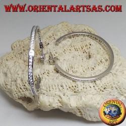 Boucles d'oreilles simples en forme de cercle en argent avec une rangée de zircons blancs centraux de 40 mm
