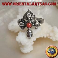 Anello in argento con Gantha e Dorje intersecati e corallo tondo antico Tibetano