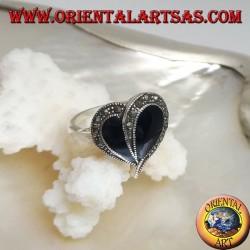 Bague en argent avec coeur en onyx et bordure en marcassite