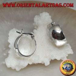 Orecchino in argento a cerchio semplice bombato ovale e chiusura a leva da 18 x 16 x 8 mm